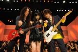 ロックギタリストと夢のステージを繰り広げる(C)テレビ朝日