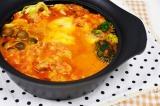 トマトピューレとチーズを合わせた洋風の『チーズとトマトのローマ風もつ鍋』 (C)oricon ME inc.