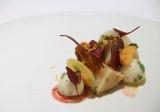 季節の根菜と帆立貝、高級食材のほうずきを使った前菜