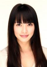 1月スタートのフジテレビ系ドラマ『問題のあるレストラン』でレストランを立ち上げる女性たち。天然ボケの家出主婦・森村鏡子(もりむら・きょうこ)役の臼田あさ美