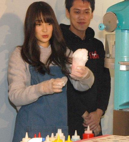 かき氷作りに挑戦=『PASSO Cafe』オープニングイベントに出席した高梨臨 (C)ORICON NewS inc.