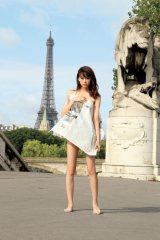 「汚い私をみてください(笑)」と語る、初の写真集『失恋、旅行、パリ。』(12月11日発売)カット