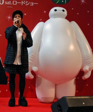 映画『ベイマックス』日本版エンドソングに起用された「Story」を熱唱するAI (C)ORICON NewS inc.