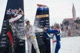 レースパイロットたちが操縦技術を競う