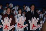 映画『寄生獣』の初日舞台あいさつの模様(左から)染谷将太、橋本愛、東出昌大 (C)ORICON NewS inc.