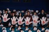 映画『寄生獣』の初日舞台あいさつの模様(左から)山崎貴監督、余貴美子、深津絵里、染谷将太、橋本愛、東出昌大 (C)ORICON NewS inc.