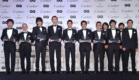 サムネイル 今年の『GQ Men of the Year 2014』は8組11名が受賞 (左から)劇団ひとり、鈴木敏夫プロデューサー、小栗旬、布袋寅泰、唐沢寿明、坂上忍、園子温監督、ウルフルズ