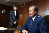 12年ぶりにドラマに出演する吉幾三。ドラマ『SAKURA〜事件を聞く女〜』に出演する高島礼子と共演ににっこり(C)TBS