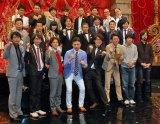 『THE MANZAI 2014』決勝進出した11組と司会のナインティナイン、スペシャルサポーターのHKT48指原莉乃(C)ORICON NewS inc.