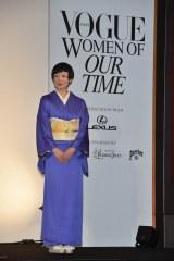 『VOGUE JAPAN』の授賞式に紫の着物姿で登場した椎名林檎