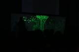 3日間限定『JOHNNIE WALKER presents 深海 ブラック バー』 光を使って絵を描くアーティスト・和代人平氏によるパフォーマンス