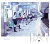 乃木坂46の1stアルバム『透明な色』ジャケットは地下鉄「乃木坂」駅で撮影(写真はType-A)