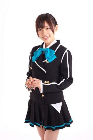 ミニスカート姿の高橋李依さん