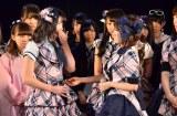 次期総監督には横山由依(左)が指名された(C)AKS