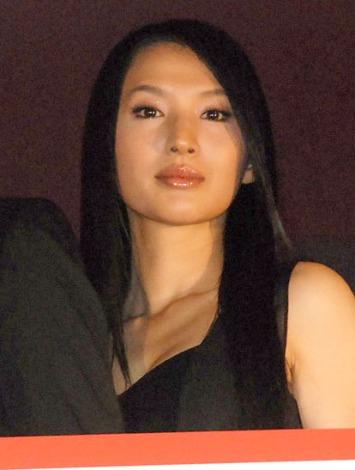 映画『ST 赤と白の捜査ファイル』完成披露舞台あいさつに出席した芦名星 (C)ORICON NewS inc.