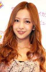 2012年年間CM起用社数1位に輝いたAKB48・板野友美 (C)ORICON DD inc.