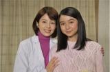 12月21日放送、『科捜研の女〜年末スペシャル』で初共演した初代シンデレラ・沢口靖子と第7代シンデレラ・上白石萌歌(C)テレビ朝日