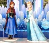 『アナと雪の女王』アナ・エルサ等身オブジェ(左から)アナ、エルサ(C)Disney (C)ORICON NewS inc.