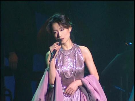 ライブ開催の期待も高まる(写真は『中森明菜2000 〜21世紀への旅立ち〜』より)