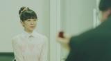 80年代にアイドルを夢見る女の子役(渡辺美優紀・ソロデビュー曲「やさしくするよりキスをして」MVより)