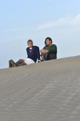 新日本プロレス・写真集『Be』より 語り合うオカダカズチカ(左)と中邑真輔(右)