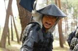 大河ドラマ『軍師官兵衛』第30回「中国大返し」(7月27日放送)にエキストラとして出演し映り込みに成功した平成ノブシコブシの吉村崇(C)NHK