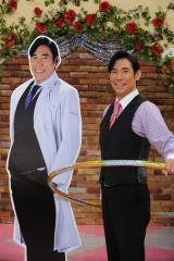 高嶋政伸、『DOCTORS 2 』の頃(右の写真パネル)から19キロのダイエットに成功。スッキリ具合は一目瞭然(C)テレビ朝日