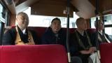 爆笑問題・太田がお坊さんたちと路線バスで仏閣めぐり。12月13日放送『ぶっちゃけ寺 お坊さんが大集合SP!!』(C)テレビ朝日