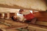 12月14日放送、TBS系『古代エジプトミステリー紀行 今明かされるピラミッドの真実 謎を解くカギは日本!?』エジプト考古学の第一人者・吉村作治教授と秋本奈緒美がピラミッドの謎に迫る(エジプト「太陽の船」の発掘現場)(C)RKB
