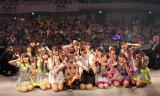 アイドルカレッジ5周年を飾るライブで、新メンバー3名(中央の私服の3名)が加入した(C)De-View