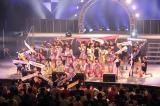 アイドルカレッジと、振付師のスタジオの女の子たちのコラボで盛り上がる(C)De-View