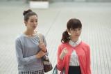 映画『劇場霊』より。(左から)足立梨花、島崎遥香