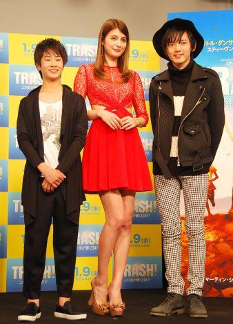 映画『トラッシュ!-この街が輝く日まで-』試写イベントに出席した(左から)前田旺志郎、マギー、濱田龍臣 (C)ORICON NewS inc.