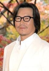 白スーツ姿で登場した豊川悦司=映画『娚の一生』完成報告会見 (C)ORICON NewS inc.