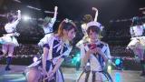 「755」CMに出演するAKB48・柏木由紀(左)、高橋みなみ(右)