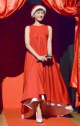 赤のドレスで登場した綾瀬はるか (C)ORICON NewS inc.