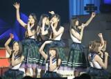 指原莉乃(中央)と乃木坂46による「さし坂46」=『第4回 AKB48紅白対抗歌合戦』(撮影:鈴木かずなり)