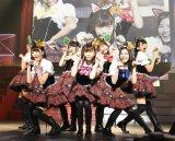 島崎遥香ら7人がリアル「ニャーKB」を結成!=『第4回 AKB48紅白対抗歌合戦』(C)AKS