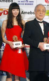 『第39回 報知映画賞』表彰式に出席した(左から)小松菜奈、津川雅彦 (C)ORICON NewS inc.
