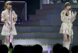 「てもでもの涙」を披露した(左から)柏木由紀、佐伯美香=『第4回 AKB48紅白対抗歌合戦』(撮影:鈴木かずなり)