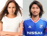 結婚を発表したMALIAと佐藤優平選手(C)Y.F.M