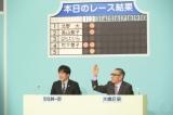 司会を務めた大橋巨泉(右)と安住紳一郎アナ(C)TBS