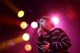 初代優勝者の佐々木真央さん(20)は持ち前の歌唱力で「カンパニュラの恋」と「大きな玉ねぎの下で」を歌って観客を圧倒。初のオリジナル曲「改札口」も初披露