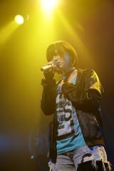吉原茉依香さん(20)は決勝大会で歌った「ここでキスして。」と思い入れが深いという「月光」を熱唱
