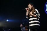 石田サラさん(20)は番組で歌ったMONGOL800の「小さな恋の歌」を坂本理沙さんのピアノ伴奏&コーラスで披露