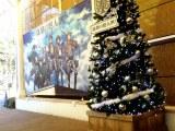 上野で展示されているオリジナルクリスマスツリー (C)諫山創・講談社/「進撃の巨人展」製作委員会