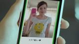 哲ちゃんのお土産を売り、新しいTシャツを購入していた美和子/フリマアプリ『メルカリ』CMより