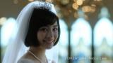 挙式で涙するシーンも…=「プロポーズされたら、ゼクシィ」CM 広瀬すず・おしゃべり篇