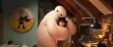 白くて、大きくて、空気が詰まったベイマックスは、キャラクター好きの日本人の心もギュッとつかんだ(C)2014 Disney. All Rights Reserved.