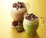 ブラウニーのしっとり食感がおいしい!(右から)タリーズコーヒーの『ブラウニー抹茶ホワイトモカ』と『ブラウニーモカ』